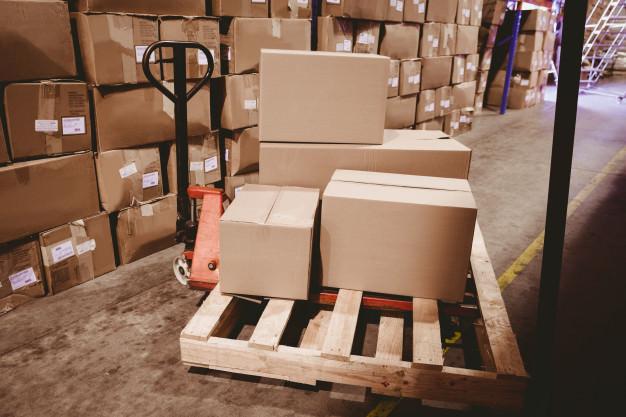 quantidades de caixas com mercadorias para expedir